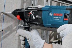 Boren In Tegels : Boren in beton hoe kun je goed gaten boren in beton boorhamer